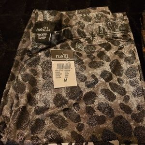 Rue 21 Cow printed ankle leggings size M
